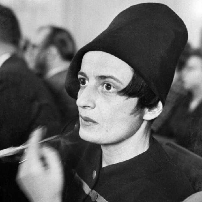 Ayn Rand. Sombrero objetivista se vende por separado (como debe ser, ¡parásitos!).